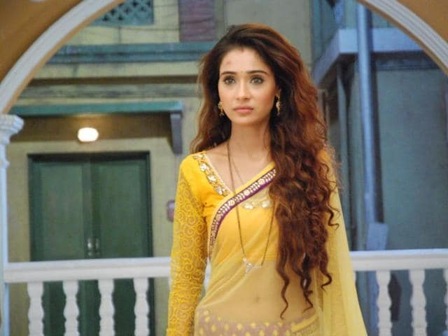 Sara Khan recently replaced Mahek Chahal in popular television show Kavach.