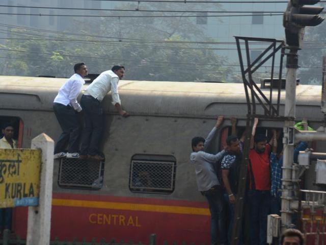 Train,Central Railway,Rooftop Stunts