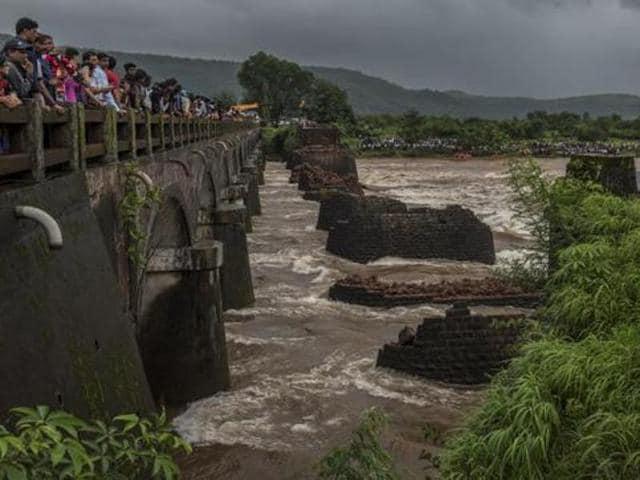 Mahad,Bridge Collapse,Savitri river