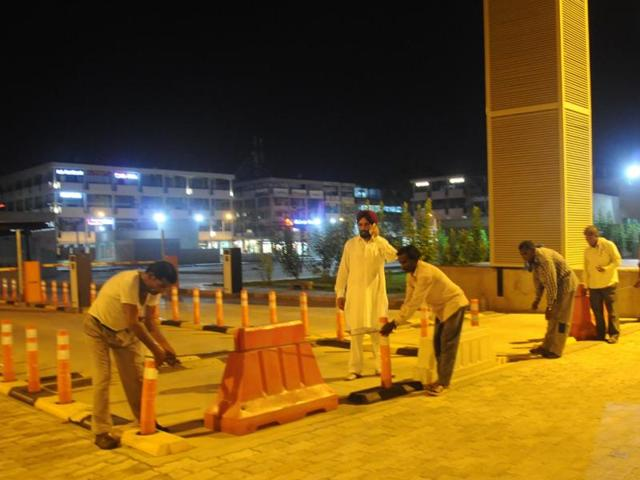 The lot being closed on Monday night. When the facility was inaugurated on May 9, the MC officials had courted controversy by ordering the two Plaza parking lots to close. Traders had protested against the decision and forced a rollback.
