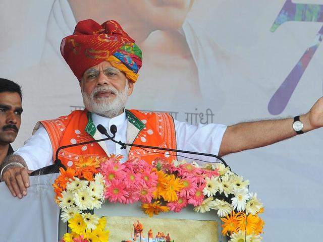Prime Minister Narendra Modi addressing public rally at Jhotrada vilage in Alirajpur district in Madhya Pradesh on August 09, 2016.(Shankar Mourya/ HT Photo)