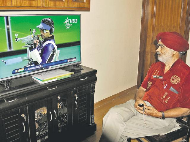 The first coach of Abhinav Bindra, Lt Col JS Dhillon (retd), watching the shooter perform at the Rio Olympics at his residence in Chandigarh on Monday.