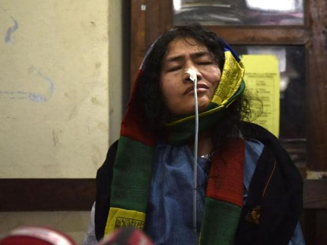 Human rights activist Irom Sharmila speaks to the media in Imphal after ending her 16-year hunger strike on Tuesday.(Saumya Khandelwal/HT Photo)