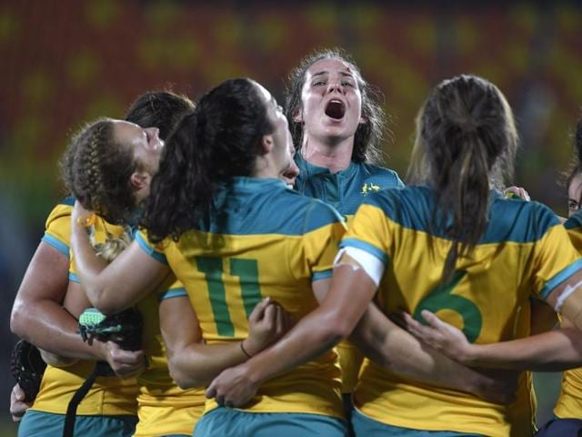 Australia beat New Zealand 24-17 to win rugby sevens gold.