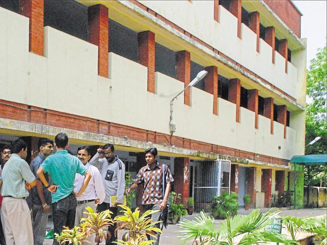 Mass failure,Law Faculty,Delhi University