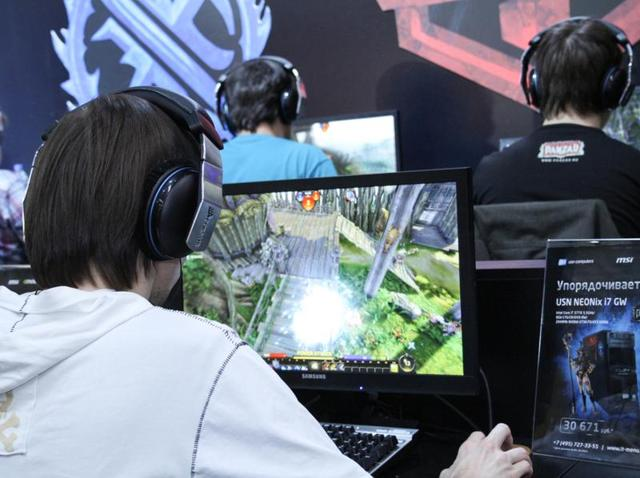 Students who play online games almost every day score 15 points above the average in maths and 17 points above the average in science, finds a new study.