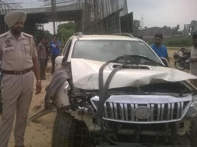 The damaged oyota Fortuner SUV that gangsters abandoned near Pandori Gola village of Tarn Taran district.