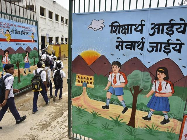 According to a government survey, close to half the students in Class 6 in Delhi government-run schools can't read.(HT File Photo)