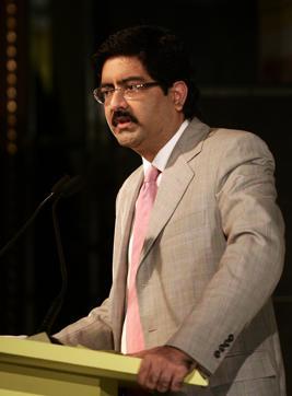 Mr. Kumar Mangalam Birla addressing a press conference to media during the launch of IDEA Cellular for Mumbai. Ht Photo by Kunal Patil. Mumbai:20.08.089