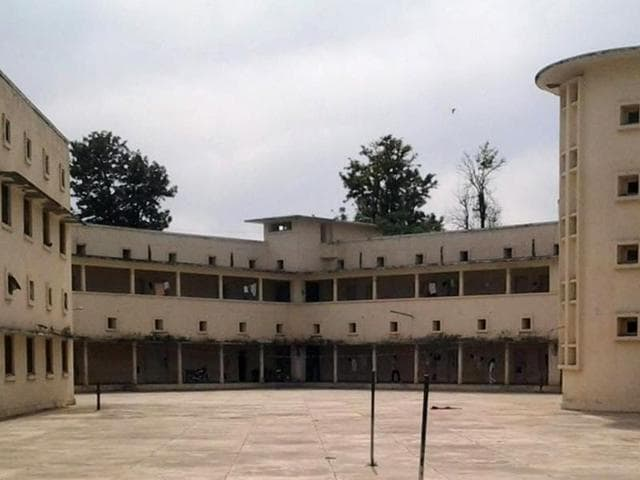 The Government College for Education hostel adjusts 30 boys each of Mohindra, Bikram, and Khalsa colleges.