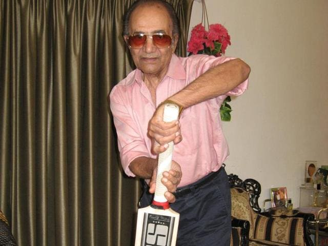 Picking up an Indian-made SS bat from a corner of his drawing room, Hanif Mohd  showed us how to play the forward defensive shot.