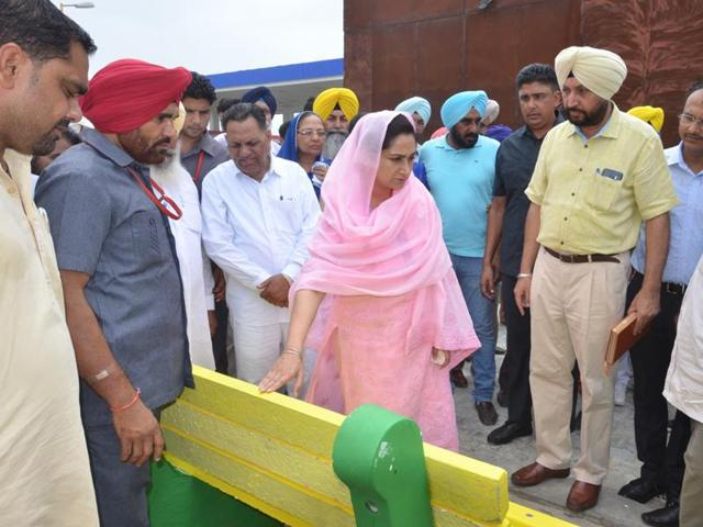 Bathinda MP Harsimrat Kaur Badal and ADC Harendra Sra (yellow turban) inspecting benches to be distributed in Mansa.
