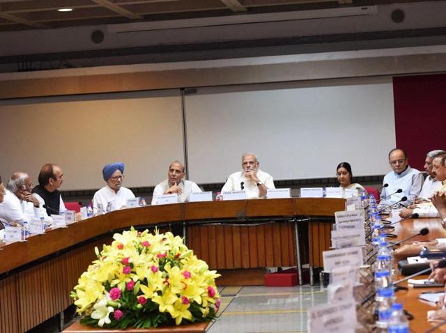 Prime Minister Narendra Modi with home minister Rajnath Singh, former Prime Minister Manmohan Singh, Ghulam Nabi Azad, Mallikarjun Kharge and other leaders at an all party meeting on Kashmir at Parliament in New Delhi.(PTI Photo)