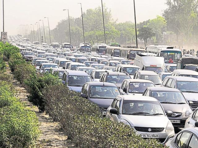 Heavy traffic jam at Delhi-Gurgaon expressway. Last December, the apex court had clamped the ban, a measures to clean up the Capital's air that is among the worst in the world.