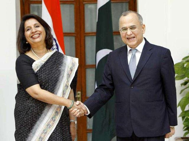 Nirupama Rao (L), when she was India's foreign secretary, shakes shakes hands with her Pakistani counterpart Salman Bashir before a meeting in New Delhi.