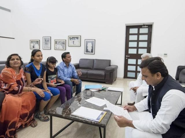 UP chief minister Akhilesh Yadav with Latika Bansal and her family.