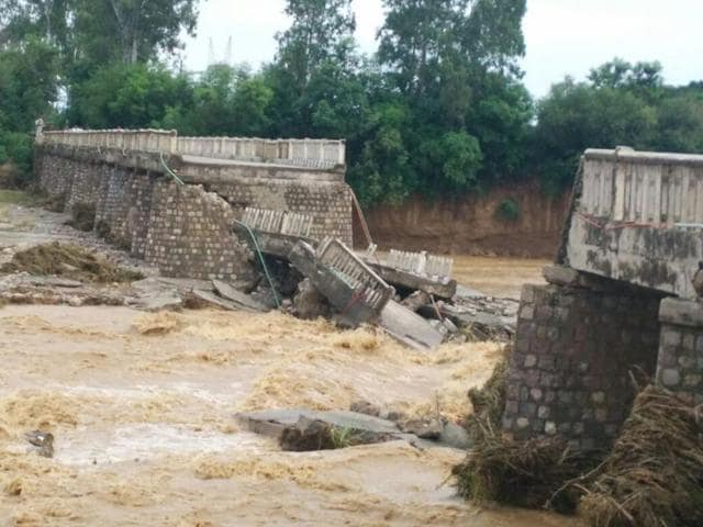 Pathankot-Indora bridge,bridge collapse,rivulet