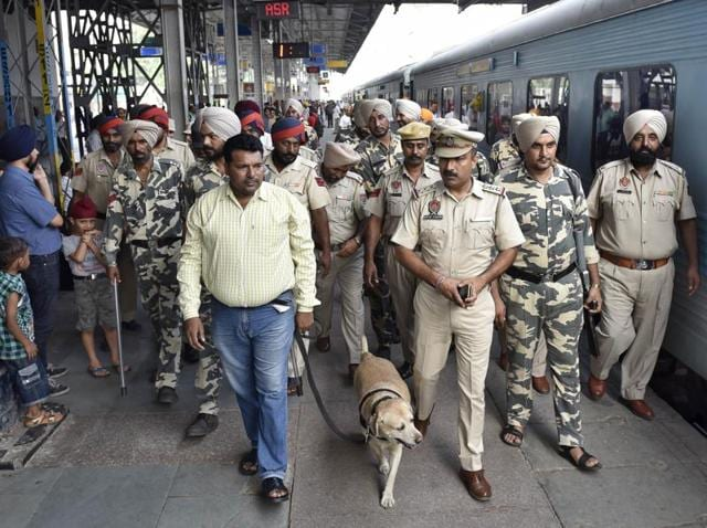 Punjab Police personnel during the security check at the railway station ahead of the Independence Day celebrations in Amritsar on Friday.