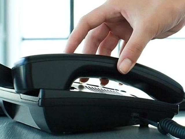 BSNL landline connection plan starts at a monthly rental of Rs 120 per month which includes 120 free minutes of call within BSNL network during a month.)
