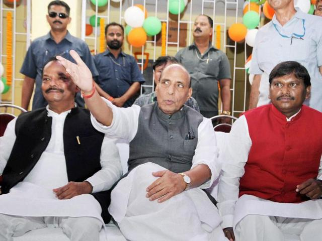 Union home minister Rajnath Singh along with Jharkhand chief minister Raghubar Das during the laying foundation stone for Developmental Projects at birth place of legendary freedom fighter Bhagwan Birsa Munda.