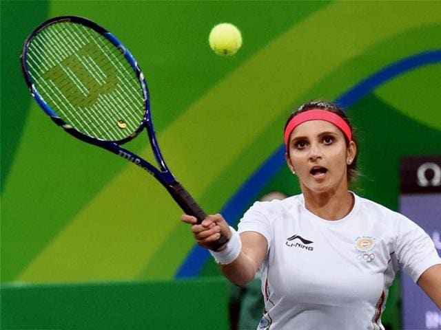 Sania Mirza And Rohan Bopanna showed great understand in their 6-4, 6-4 win against Andy Murray and Heather Watson in the mixed doubles quarterfinals.