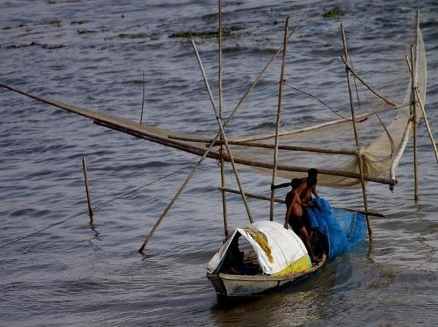 Five Indian fishermen died and 20 were reported missing after their boats capsized during cyclonic storm.