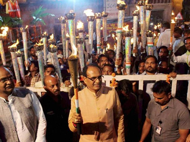 Madhya Pradesh chief minister Shivraj Singh Chouhan with BJP workers during a candle light march to mark the 70th Independence Day in Bhopal.