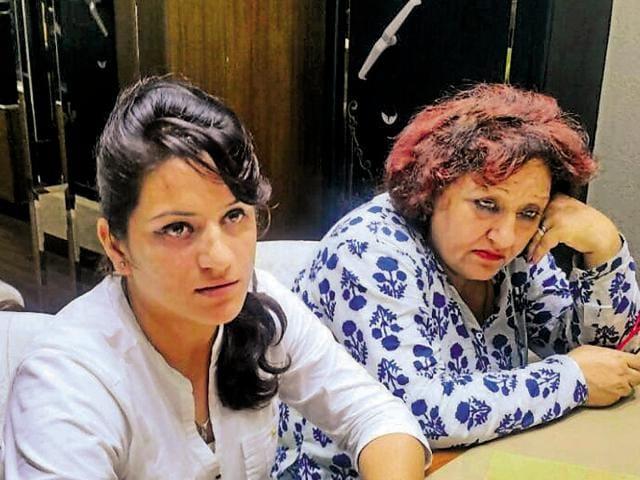 Accused Aradhna Verma, 24, and Rita Verma, 50, at Sham Jewellers in Sector 34, Chandigarh.