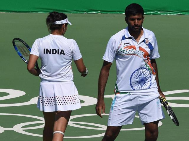 Sania Mirza and Rohan Bopanna lost 6-1, 7-5 against the Czech pair of Radek Stepanek and Lucie Hradecka in the bronze medal playoff.