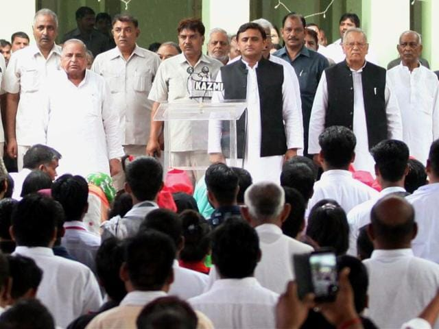 Samajwadi Party supremo Mulayam Singh Yadav (L) and CM Akhilesh Yadav (2nd R) during the 70th Independence Day celebrations at the party office in Lucknow on Monday.(PTI)