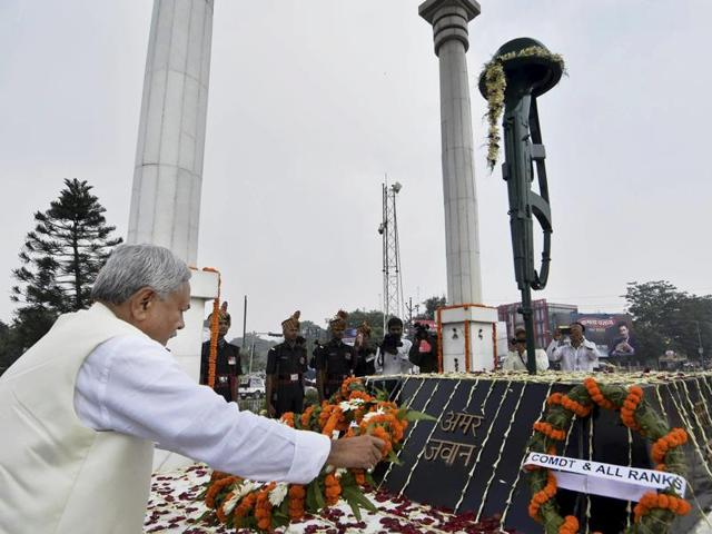 Bihar chief minister Nitish Kumar paying tribute at Amar Jawan Jyoti on the occasion of the 70th Independence Day in Patna.