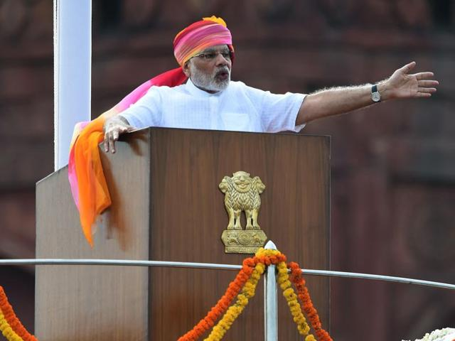 Prime Minister Narendra Modi gestures as he delivers his Independence Day speech from The Red Fort in New Delhi.(AFP Photo)