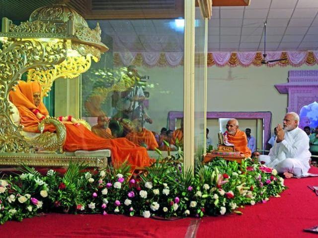 PM Narendra Modi pays his last respect to Bochasanvasi Akshar Purushottam Sanstha (BAPS) head Pramukh Swami Maharaj in Sarangpur.