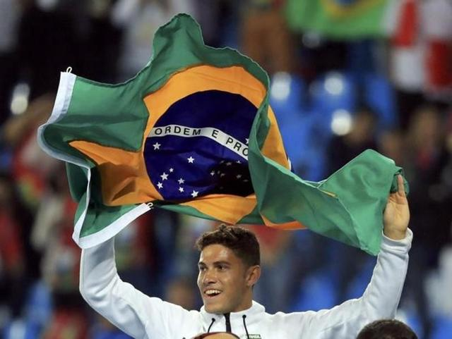 Thiago Braz da Silva produced an Olympic record of 6.03m to win gold.