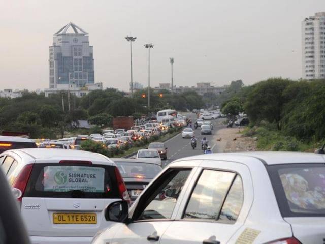 intelligent traffic signals,Genpact crossing in DLF Phase 5,Kachra chowk