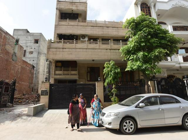The house of three-year old girl Saachi, who died after her throat was slit by a kite string while peeking out of the sunroof of a car, at Ranibagh in New Delhi.(Virendra Singh Gosain/HT Photo)