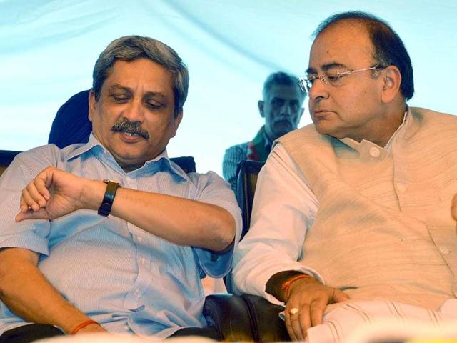 File photo of finance minister Arun Jaitley with defence minister Manohar Parrikar.(HT)