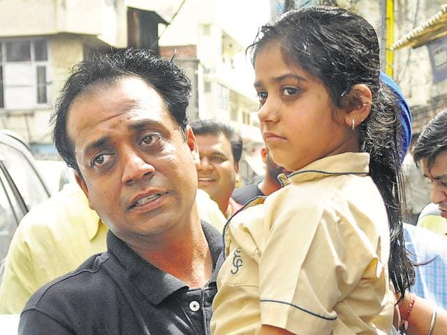 Patiala's Shanvi Gupta (7), who was kidnapped on way to school, restored to her father, Amit Gupta, 6 hours later on May 4