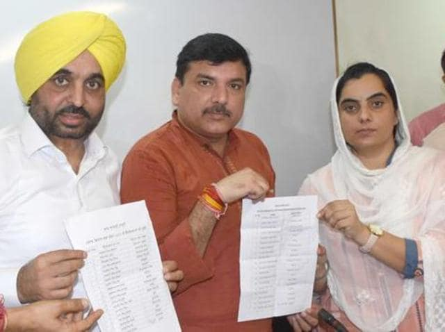 (From left) AAP leaders Bhagwant Mann, Sanjay Singh and Baljinder Kaur releasing the first list of candidates for the Punjab assembly elections in Chandigarh.