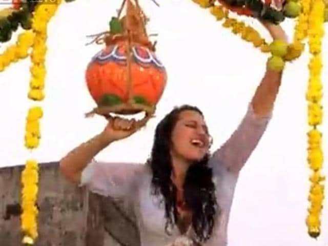 Sonakashi Sinha became the first female actor onscreen to break the dahi handi with the song Go Go Govinda.