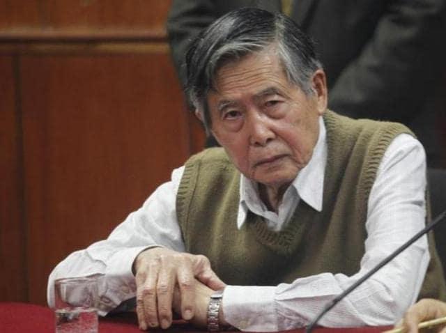 Peru's former President Alberto Fujimori listens to the judge's verdict about his sentence in prison, in Lima October 29, 2013.