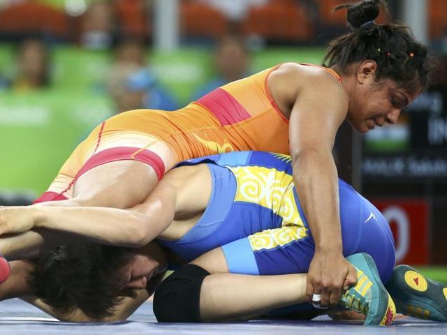 Sakshi Malik celebrates after winning the bronze medal.(REUTERS)