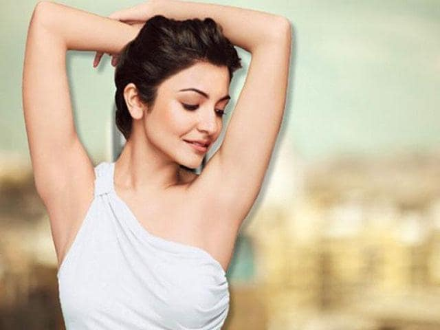 Dark underarms can restrain you from wearing sleeveless tops and blouses.