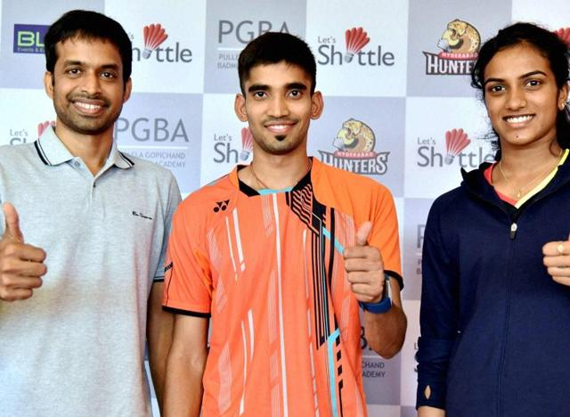 Pullela Gopichand (left) with his pupils K Srikanth and PV Sindhu in Hyderabad.(PTI)