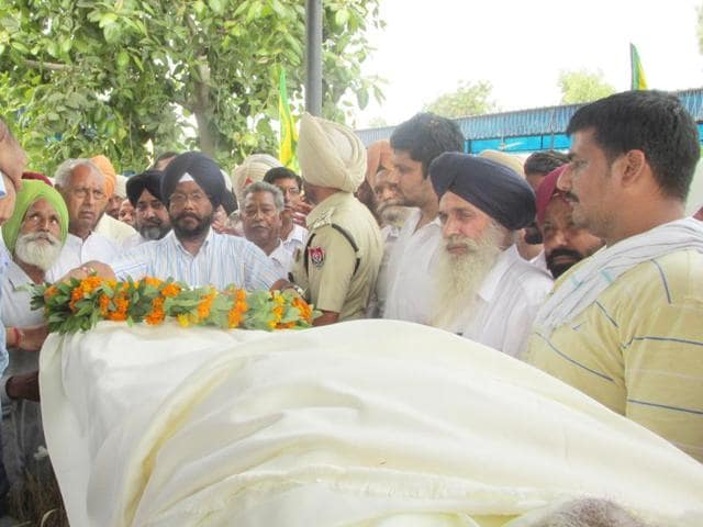 Son Ravinder Rahi performed the last rites of Punjabi writer Gurdial Singh in Jaito on Thursday.