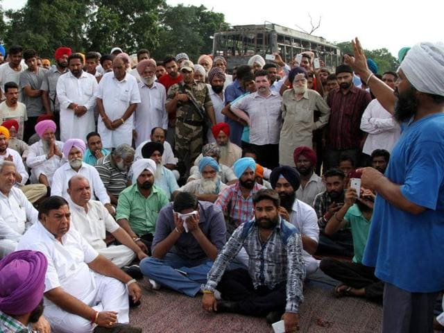 Congress and Aam Aadmi Party leaders and Badowal residents blocked Ferozepur Road after the accident, which claimed two lives, on Thursday.