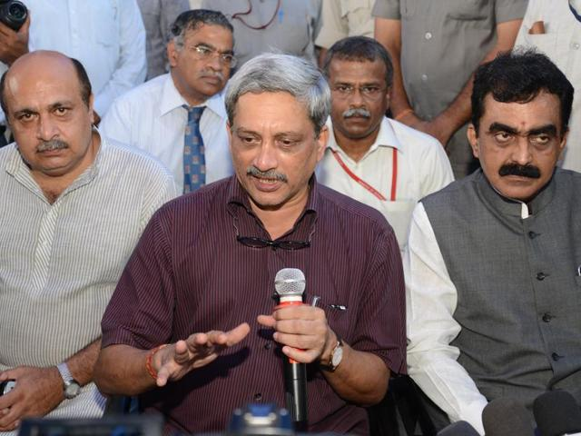 Defence minister Manohar Parrikar interacts with journalists in Jabalpur.