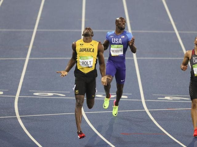 Usain bolts into history books with third successive 200m Olympic