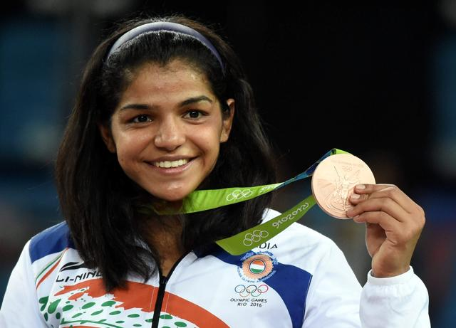 Sakshi Malik poses with her bronze medal for the women's wrestling freestyle 58-kg competition at the 2016 Summer Olympics in Rio de Janeiro