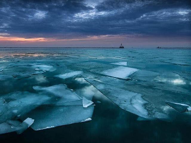 frozen lakes,oceans,frozen pond